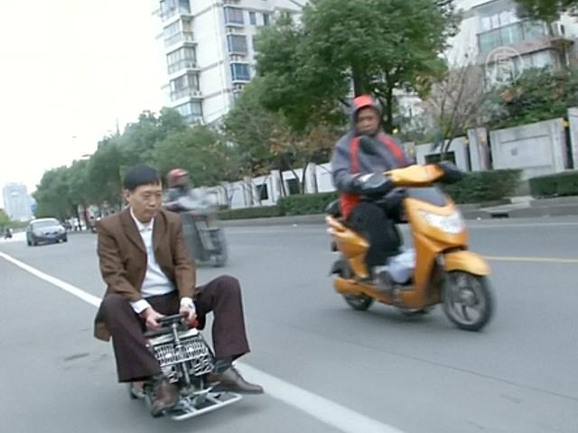 Китаец сделал авто размером с чемодан