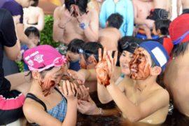 Японцы дарят друг другу купания с шоколадом